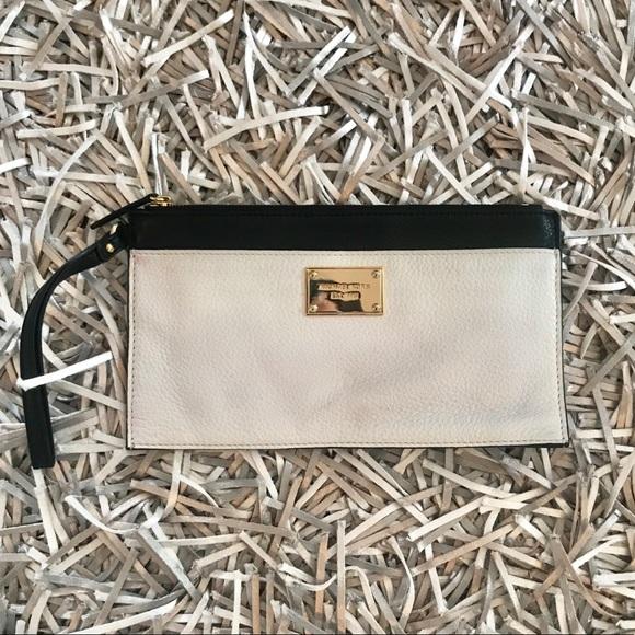 MICHAEL Michael Kors Handbags - 🆕 Michael Kors black and white wristlet